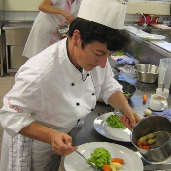 Diätetisch geschulte Köche sind Experten, wenn es um spezielle Kostformen geht. Schon seit Jahren bildet der Verband der Köche Deutschlands e. V. Mitglieder und Nicht-Mitglieder in diesem Bereich weiter.