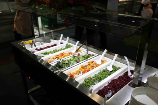Essensausgabe und Anrichtetipps in der Gemeinschaftsverpflegung