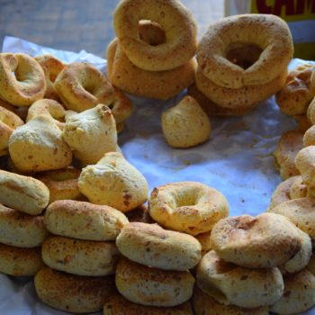 Der Tag beginnt in Paraguay mit einem Chipa, dem typischen Frühstück. Foto: Privat