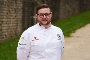 Paul Emde hat die Leidenschaft für das Kochen von seiner Großmutter. Heute ist er Trainer der deutschen Köche-Jugendnationalmannschaft. Foto: VKD/Kliewer Fotografie Trier