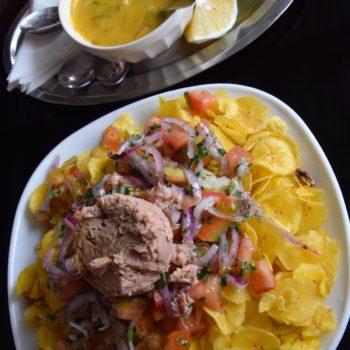 Ceviche Volquetero vereint die Zutaten der Regionen Ecuadors: Thunfisch von der Küste, weiße Bohnen und Maiskörner aus den Anden und Bananen aus dem Amazonas. Foto: Privat