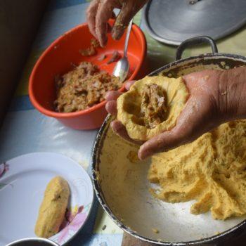 Snack für zwischendurch: die Corvice ist eine Kochbabanenkrokette mit Fischfüllung. Foto: Privat