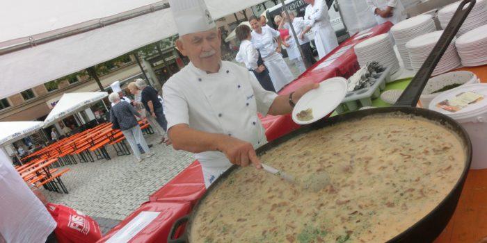 Verregnetes Bürgeressen in Schweinfurt