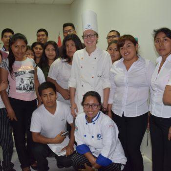 Magdalena Koch unterrichtete eine peruanische Kochklasse, wie man Käsespätzle und Kaiserschmarrn zubereitet. Foto: Privat