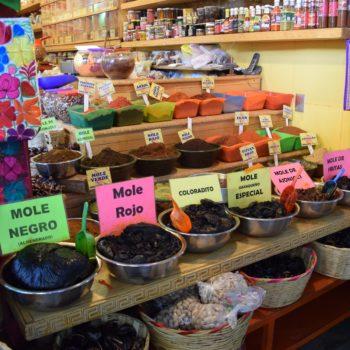 Mole ist eine Schokoladensauce, die mit Nüssen und Gewürzen verfeinert ist und zum Beispiel zu Hühnchen serviert wird. Foto: Privat
