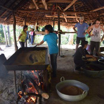 Magdalena Koch durfte das Volk der Piaroa bei der Casabe-Herstellung beobachten. Foto: Privat