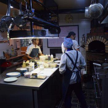 Modern ausgestattet: die Küche im Salvo Patria in Bogotá. Foto: Privat