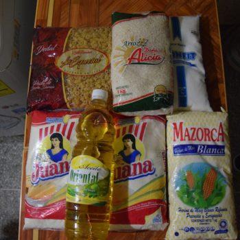 Das monatliche Lebensmittel-Paket für einen Haushalt. Foto: Privat