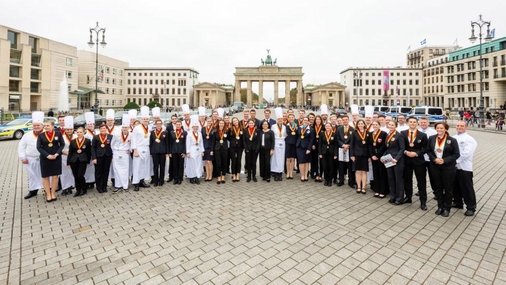 Der Nachwuchs der Hotellerie und Gastronomie glänzte in Berlin. Foto: DEHOGA_Svea Pietschmann
