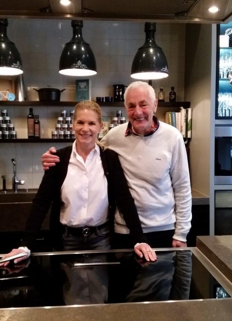 Frank Henrich, zweiter Vorsitzender des Köche-Club Lüneburg Heide, und Cornelia Poletto. Foto: Köche-Club Lüneburg Heide e. V.