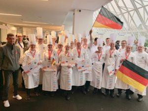 Die deutschen Köche-Nationalmannschaften nach der Preisverleihung beim Culinary World Cup 2018 in Luxemburg. Foto: VKD
