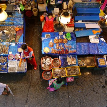 Fisch und Seafood gibt's ganz frisch vom Markt. Foto: Bruno Ebermann