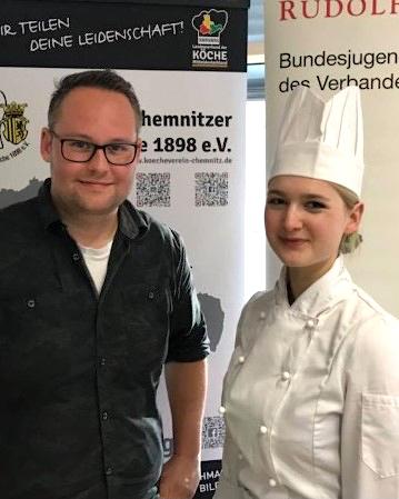 Jugendwart und zweiter Vorsitzender Sebastian Ehmke mit Rudolf-Achenbach-Preis-Gewinnerin Hanna Lehmann. Foto: Verein Chemnitzer Köche 1898 e. V.