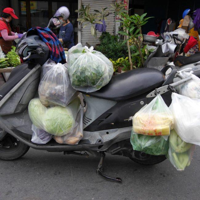 In Taiwan wird selbst das kleinste Gefährt möglichst effizient bepackt. Foto: Privat