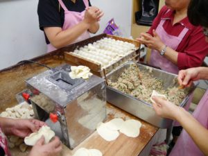 Asiatische Knödel-Produktion bei »Happy Dumplings«. Foto: Privat