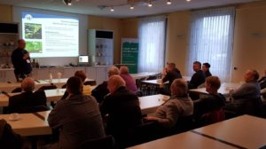 Dr. Hans Coenen sorgte für ausreichend theoretisches Wissen zum Thema Zucker. Foto: Köcheclub Westfalia e. V. Bielefeld