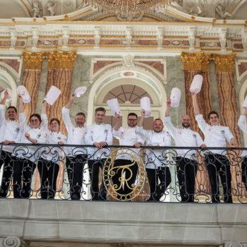 Vertreter der deutschen Köche-Nationalmannschaften im neuen Schloss in Stuttgart. Sie freuen sich auf die IKA/Olympiade der Köche. Foto: Messe Stuttgart
