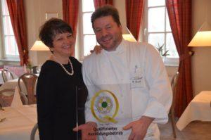 Elke und Gerhard Lauth vom Hotel-Restaurant Castell freuen sich über die Auszeichnung. Foto: Privat