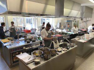 Die deutschen Köche-Nationalmannschaften möchten ihr Menü möglichst schnell festlegen, damit Routine beim Zubereiten entstehen kann. Foto: Aina Keller
