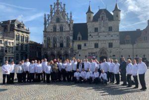 Europäische Köche stellen sich auf für das Gruppenfoto auf dem Grote Markt in Mechelen, Belgien. Fotos: Mike Pansi/Koch G5