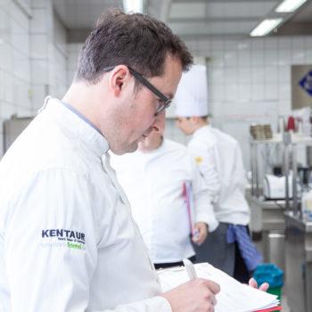 Juror Hans-Peter Achenbach in der Wettbewerbsküche. Foto: VKD