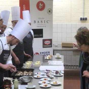 Bei der Küchenparty durften Besucher den Nachwuchs-Köchen ganz genau auf die Finger schauen. Foto: Landesverband der Köche Niedersachsens