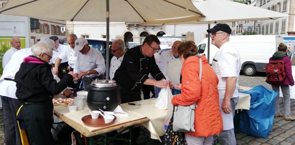 Südpfälzer Köche schälen für den guten Zweck