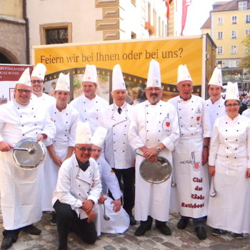 Engagiert und fröhlich: Mitglieder des Clubs der Köche Ratisbona. Foto: Club der Köche Ratisbona e.V.