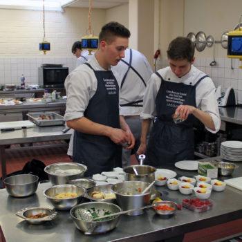 Nachwuchstalente in Aktion: Teilnehmer des Cook Tank 2019. Photo: Berufsbildende Schulen Cuxhaven