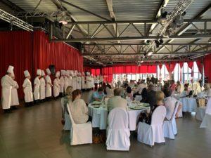 Kochen für Gäste in der Metropolishalle direkt neben dem Filmpark Babelsberg: Das Drei-Gang-Menü 2020 kann gut an. Foto: Aina Keller