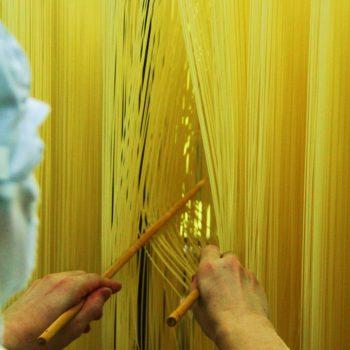 Besuch in einer Nudel-Manufaktur. Foto: Bruno Ebermann