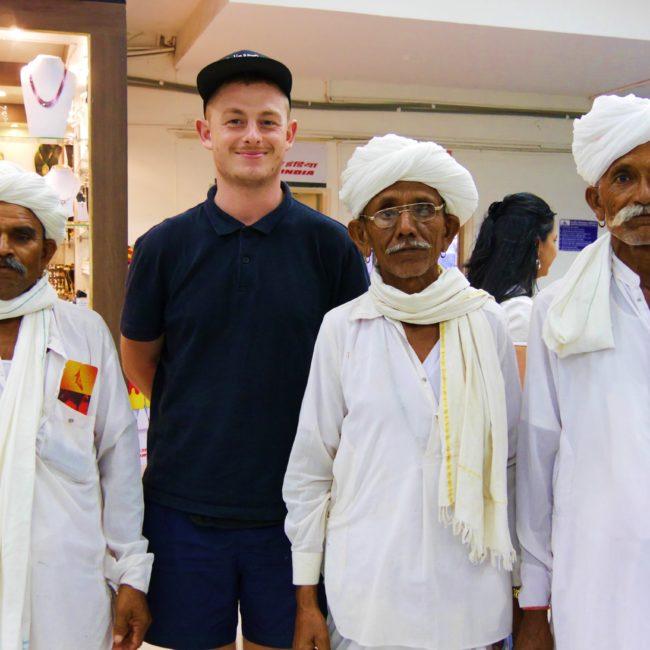 Bruno und drei Männer aus Rajasthan. Foto: Bruno Ebermann