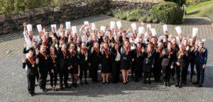 Die Zukunft der Branche auf dem Gipfel der Gastlichkeit: Die 51 Teilnehmer der 40. Deutschen Jugendmeisterschaften in den gastgewerblichen Ausbildungsberufen. Foto: DEHOGA/Thomas Fedra