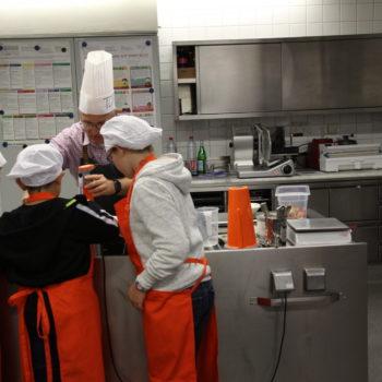 Kleine Küchenmeister ganz groß: Beim International Chefs Day durften die Kinder das Kommando übernehmen. Foto: VKD