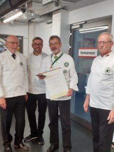 Auszeichnung für Karl Haaf (mit Urkunde), im Bild (v . l. n. r.) mit Manfred Fischer, Daniel Schade, und Konrad Hurter. Foto: LV Baden-Württemberg