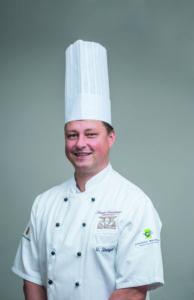 VKD-Mitglied, Küchenmeister Uwe Staiger vom Staigers Waldhorn in Plochingen steht momentan allein in der Küche. Foto: Uwe Staiger