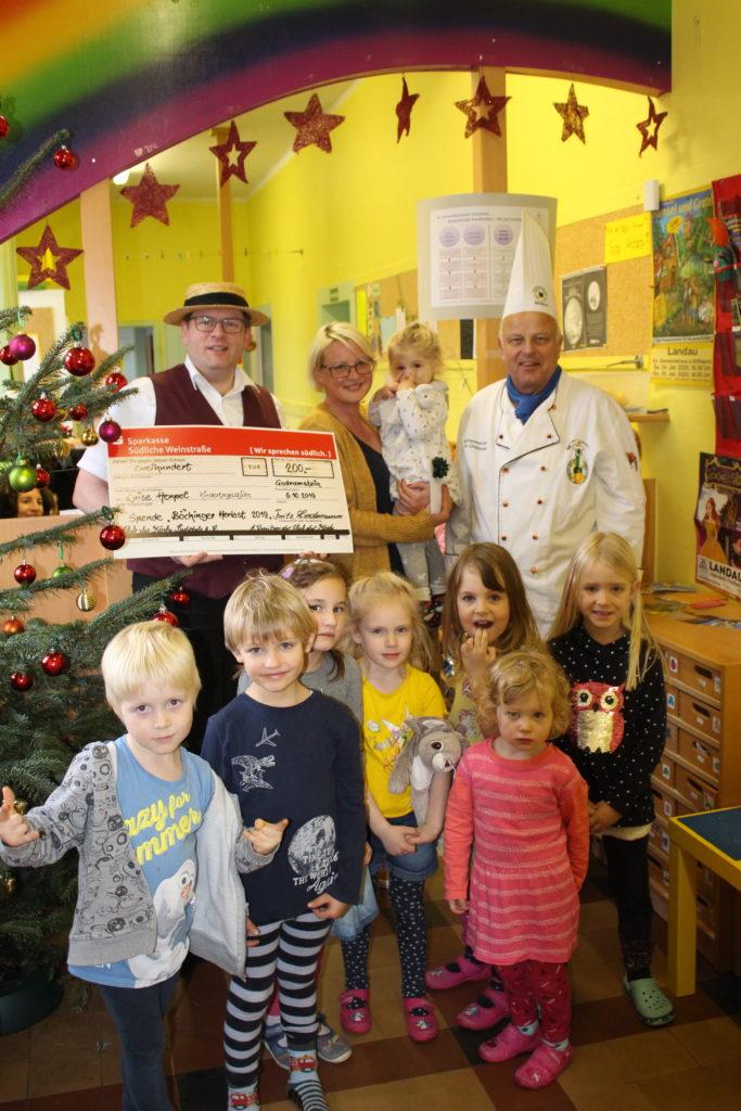200 Euro konnten die Köche spenden. Foto: Club der Köche Südpfalz e.V.