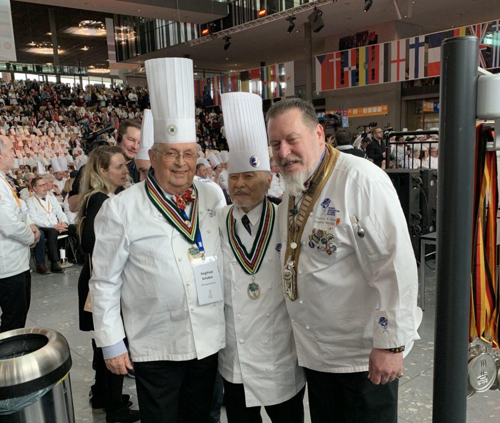 Siegfried Schaber [links] während der Verleihung bei der IKA/Olympiade der Köche. Foto: VKD