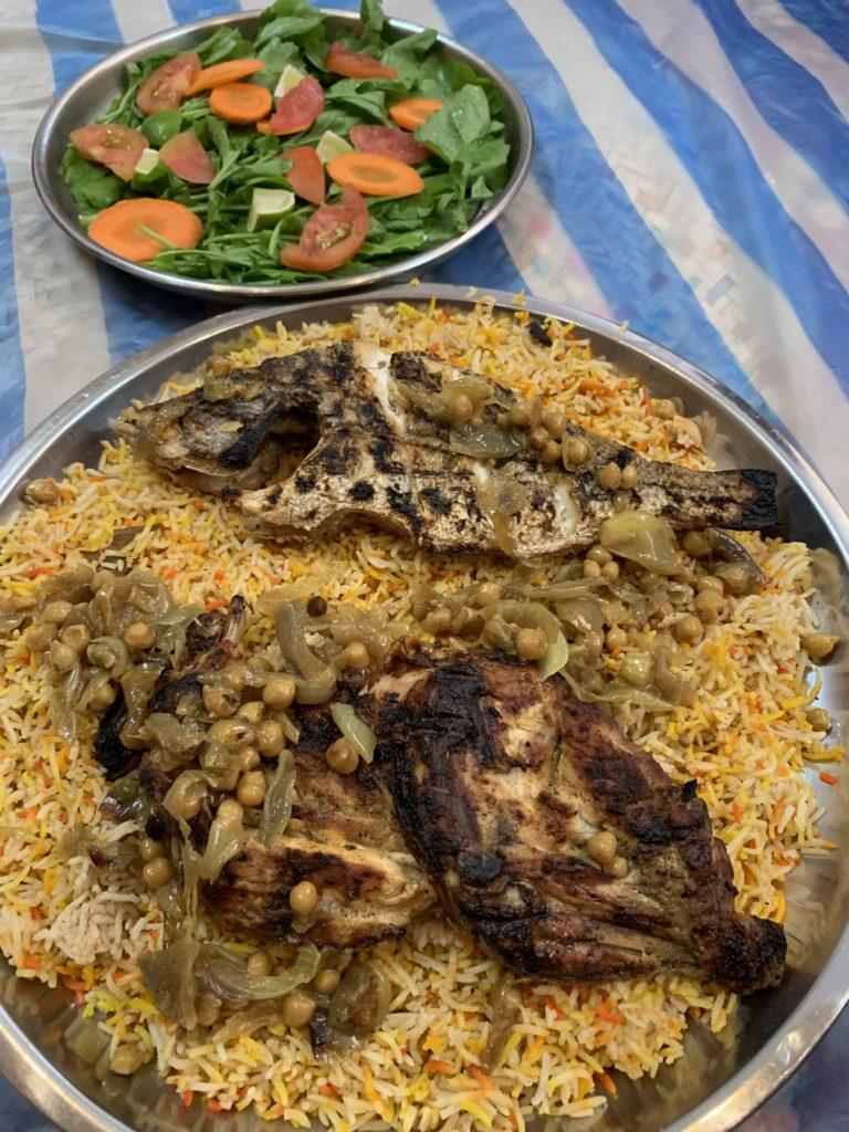 Im Oman hat Julia sich durch verschiedene Restaurants probiert. Foto: Julia Komp