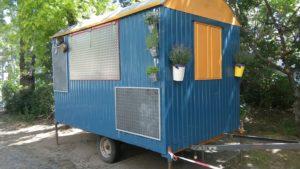 Projekt Food Truck: Aus einem alten Bauwagen entstand ein individueller Food Truck, unter Mithilfe der Köcheklasse. Foto: Justus-von-Liebig-Schule
