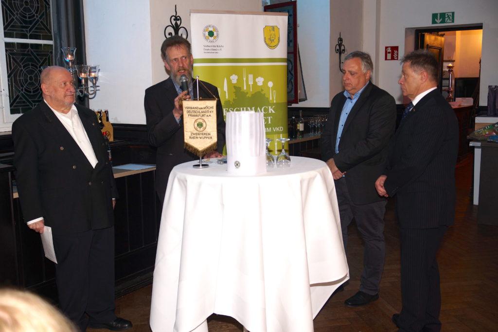 25-Jahr-Jubilare Peter Fahnler, Rainer Becker und Klaus Willumat mit dem Vorsitzenden Benno Sasse (2. v. l.)