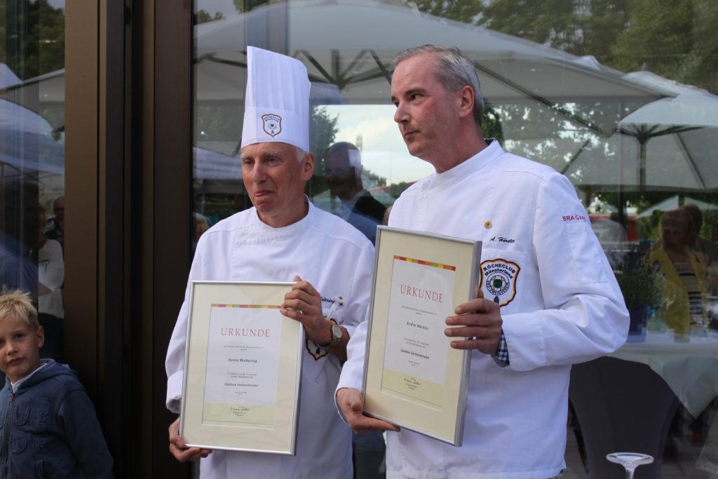 Für langjähriges Engagement ausgezeichnet: Heinz Waltering (links) und Andre Hörster. Fotos: Köcheclub Münsterland