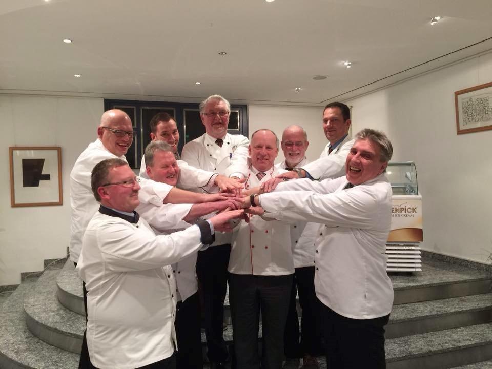 Wir halten zusammen: Das Team in Zwickau, mit dem Ehrenvorsitzenden Werner Hergert (Mitte) ist guter Stimmung.