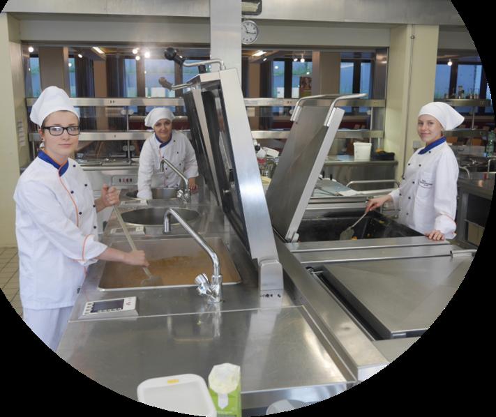 In der schuleigenen Mensa werden im Normalfall bis zu 250 Menüs am Tag hergestellt.