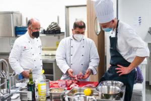 Miteinander in die Zukunft: Das Kochklub-Team ist jetzt eine Mischung aus neuen sowie bewährten Kolleg:innen.