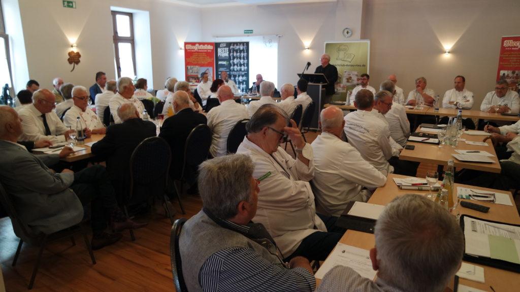 Gut besucht: Bei der Tagung in Bayern wurde auch der Vorstand neu gewählt bzw. bestätigt. Foto: Uli Großmann