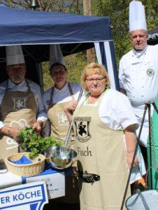 Beim Mönchguter Heringsfest zauberte der Köcheverein eine der besten Fischsuppen des Wettbewerbs.