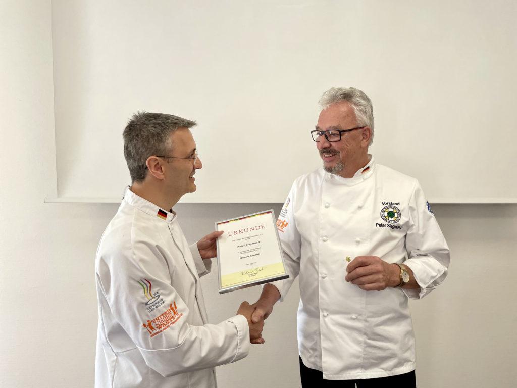 Der bisherige Landesverbandsvorsitzende West, Peter Siegmund, wurde mit dem Goldenen Kleeblatt ausgezeichnet. Foto: VKD
