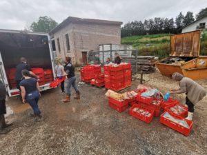 Das Fleisch, das nicht mehr verarbeitet werden konnte, spendete die Familie Schmitz an einen Zoo in der Nähe – zur Verfütterung an hungrige Löwen. Foto: privat